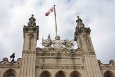 The top of the Guildhall, featuring the coat of arms and some protective dragons, which feature prominently throughout the City.